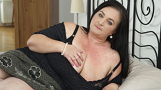 Horny housewife shows huge tits while sucking and fucking