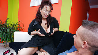 Hot mature mama doing her toyboy