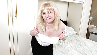 Naughty British mature lady getting wet and wild