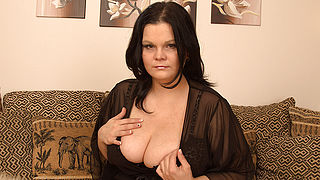 Gorgeous looking MILF shows off great tits and loves her dildo