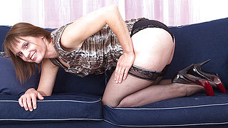 Hairy housewife playing with herself on the couch