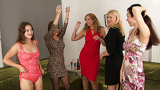 Five horny women have a sexparty and were all invited to watch