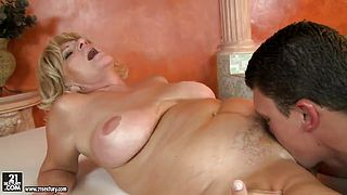 Mature lady is sucking dick feat Sally G