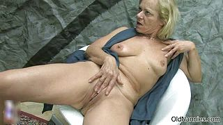 Old blonde lesbian rubs her cunt part3