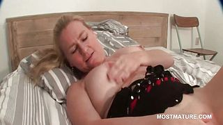 Sexy mature blonde working her bald cunt in bed