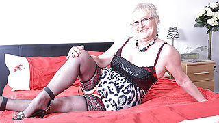Chubby mature lady from the UK getting wet and wild