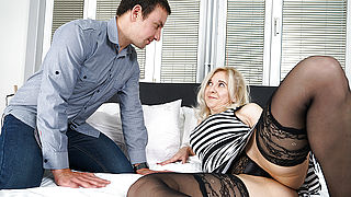 Horny mature slut fucking and sucking her ass off