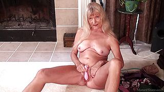 Skinny granny masturbated with dildo